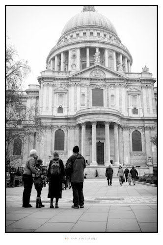 Admiring St. Paul's | Leica D-Lux 5