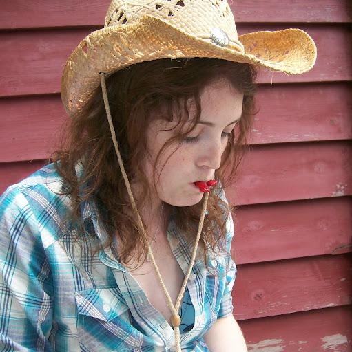 Emily Neilson Photo 15