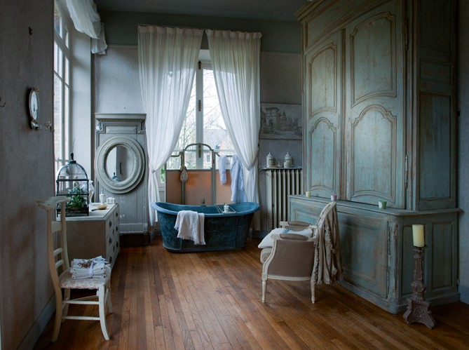 The color of turquoise frog hill designs blog for Salle de bain in french