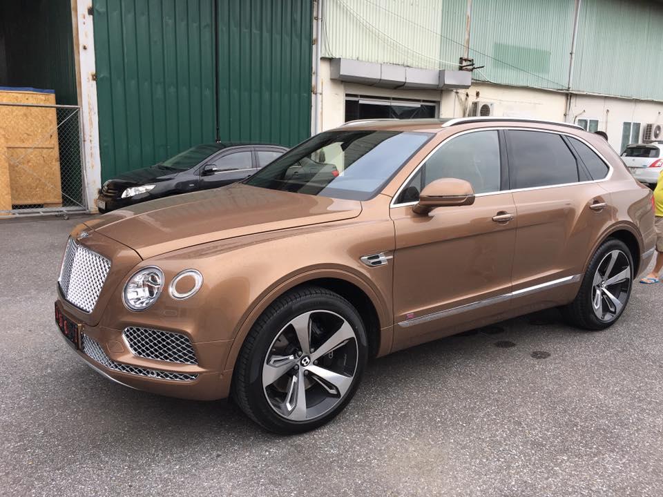 Cực HOT: Siêu SUV Bentley Bentayga đầu tiên đã xuất hiện tại Việt nam