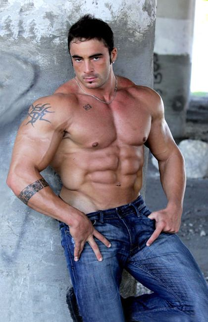 Live Muscle Show and Hot Muscular Men Videos
