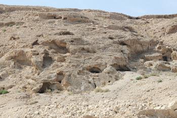 בית הקברות של הכוהנים מבית שני במרגלות ההר