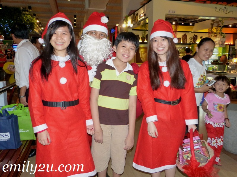 Santa Claus Walkabout