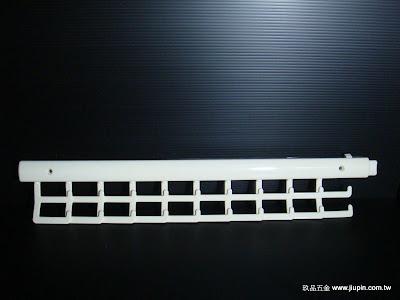 裝潢五金品名: 雙排領帶架規格:45CM 顏色:白色玖品五金