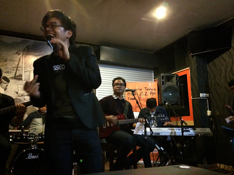 Jikustik Performance at Wolez Cafe Yogyakarta