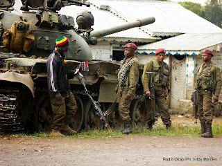 Des militaires des Forces armées de la RDC (FARDC) à Kibati (Nord-Kivu), non loin de Kanyesheja ou des accrochages ont opposé mercredi et jeudi 12 juin 2014 l'armée congolaise et rwandaise.