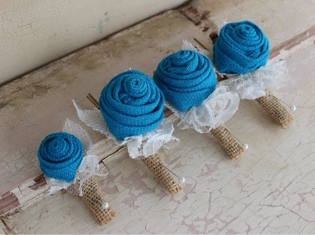 mini bout for ring bearer and large bouts for men in wedding party