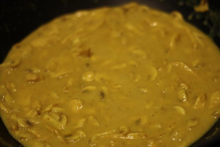 indisk kyllingefilet med champignon og ris