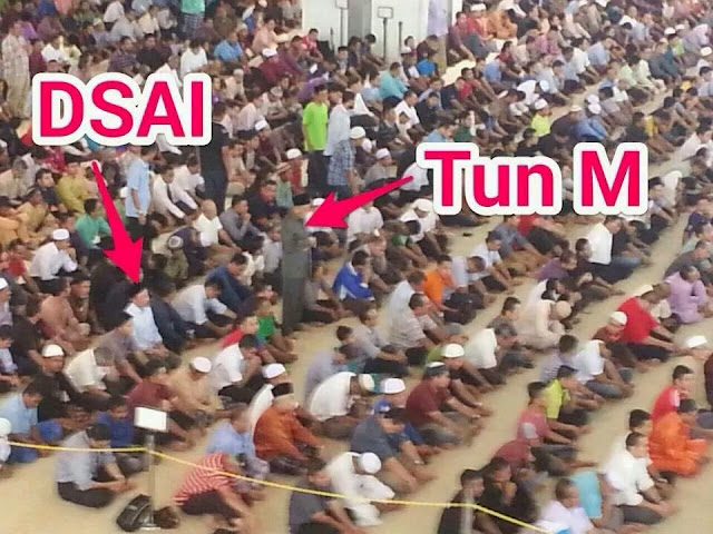 Anwar dan Mahathir Solat Jumaat Sekali Tadi