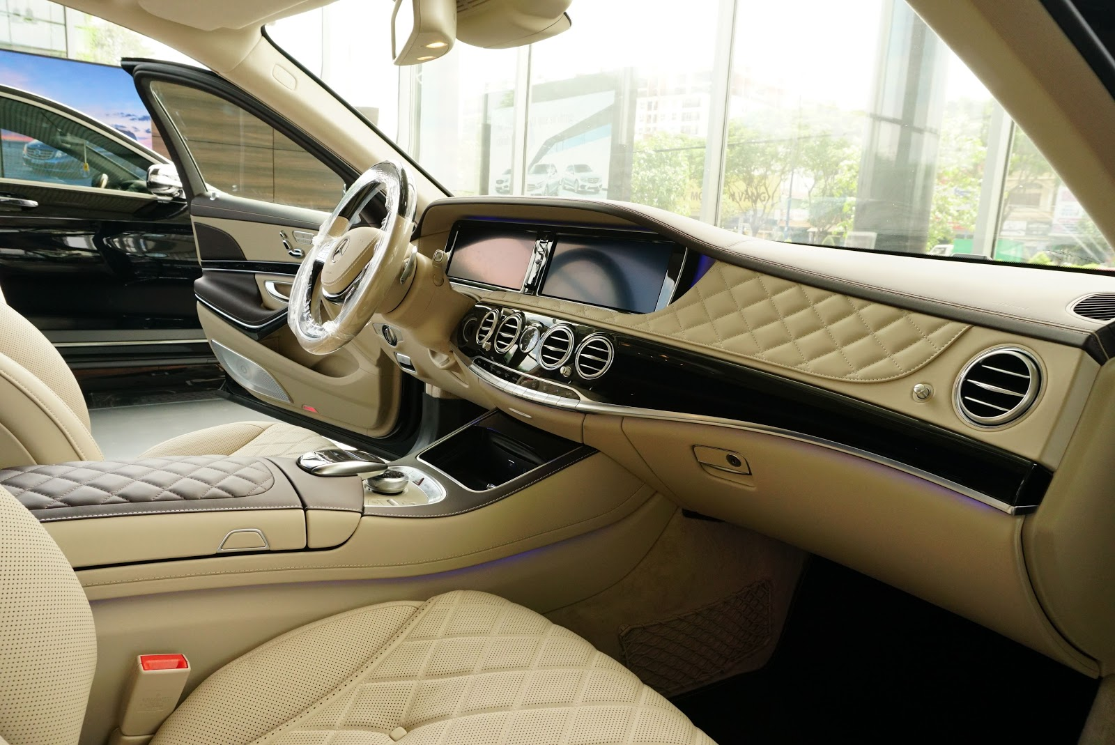 Mọi tính năng tốt nhất mà Mercedes đang có, đều được trang bị trên chiếc Maybach này