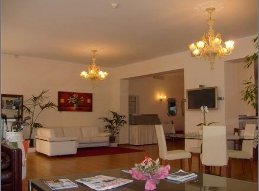 Hotel Vienna, Via Giuseppe Garibaldi, 43, Toscolano Maderno BS, Italy