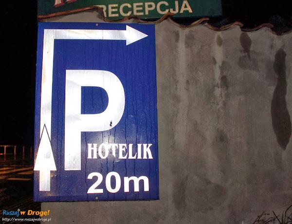 Parking przy hoteliku