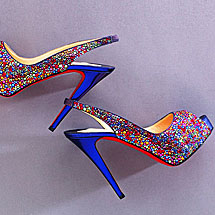 Sandália com pedrinhas coloridas