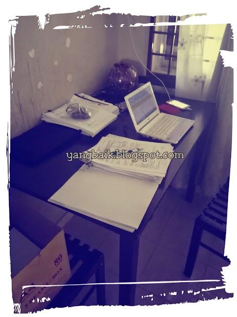 Buat kerja pejabat di rumah