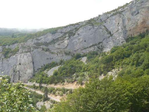 La falaise d'un peu plus loin