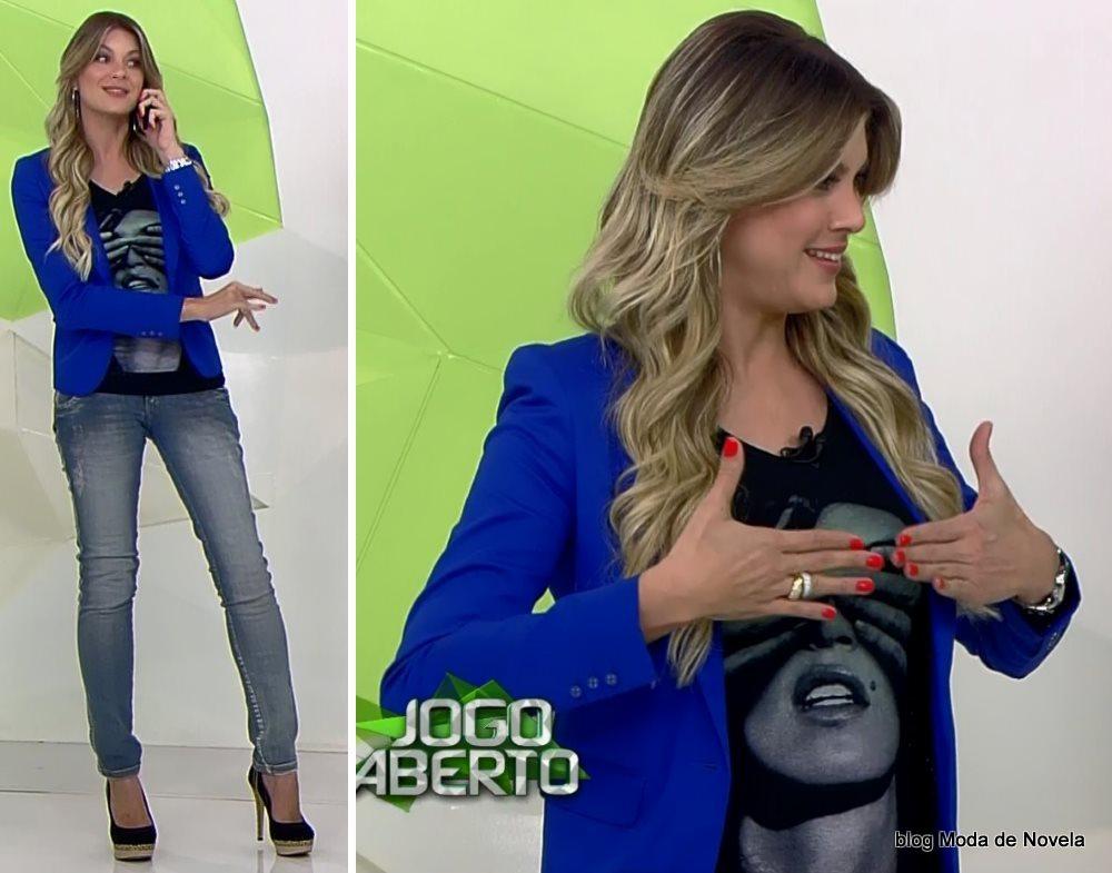 moda do programa Jogo Aberto - look da Renata Fan com blazer azul bic dia 30 de julho