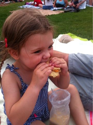 graham cracker and goldfish sandwhiches www.thebrighterwriter.blogspot.com