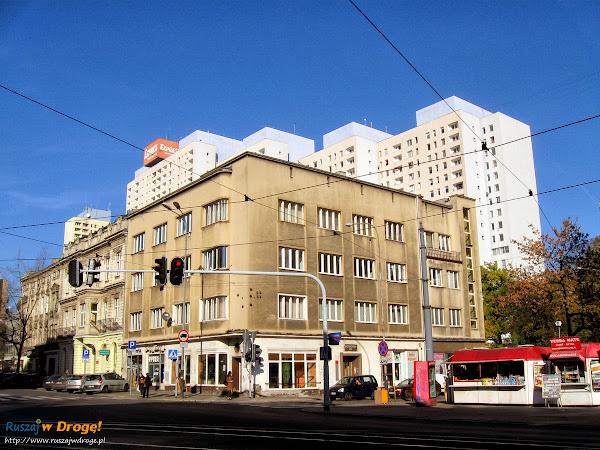 ciekawie pomalowany budynek w Łodzi