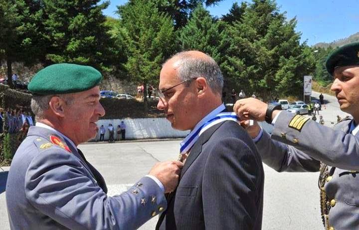 Francisco Lopes condecorado pelo exército com Medalha de D. Afonso Henriques