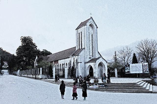 Nhà thờ đá cổ ở thị trấn Sapa