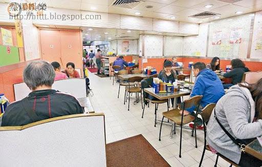 有茶餐廳在座位旁張貼告示,指因貴租和座位有限,着食客不要在店內玩手機。