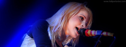 Portada para facebook de Hayley Williams cantando