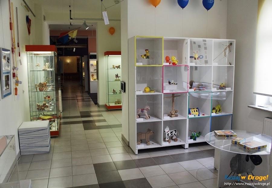 Kielce Muzeum Zabawek i Zabawy - zabawki ze sznurkiem