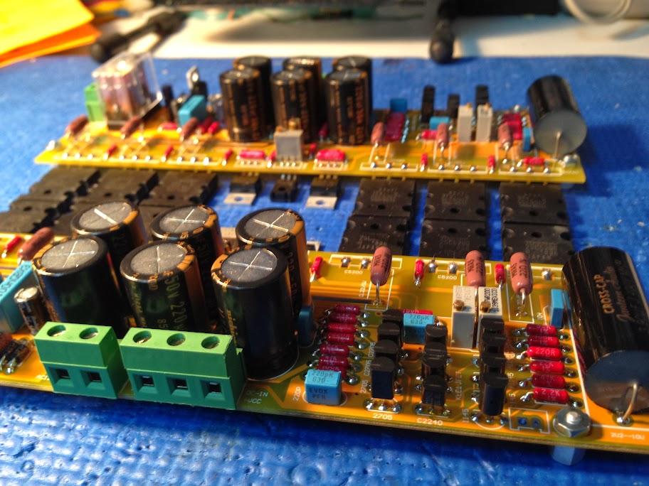 Amplificateur de type CFA avec sortie bipolaire 2SC5200/2SA1943 2013-11-18%252021.11.52