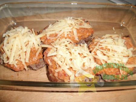 Стейки из говядины под томатным соусом