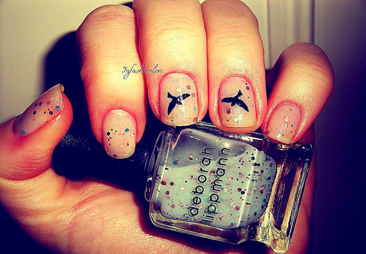 The Birds Nail Tattoo Glitter Look