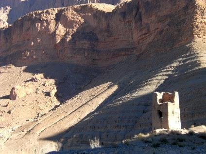 Turm-Ruine im Oued Dades, Atlas-Gebirge, Marokko