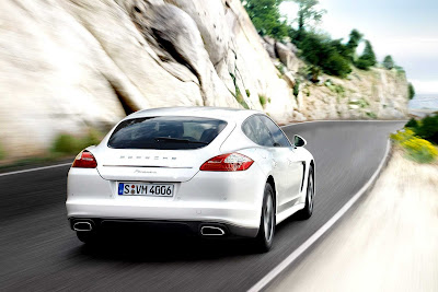 Porsche_Panamera_Diesel_2012_1920x1280_Rear_Angle_03
