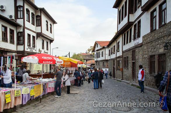 restore edilmiş Beypazarı evleri ve satıcılar