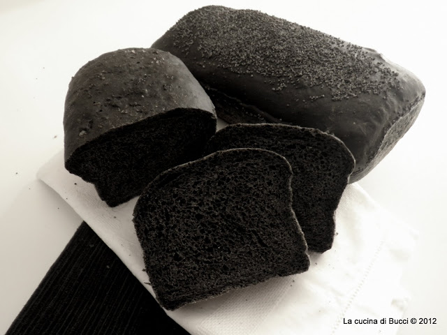 Pane in cassetta al nero di seppia