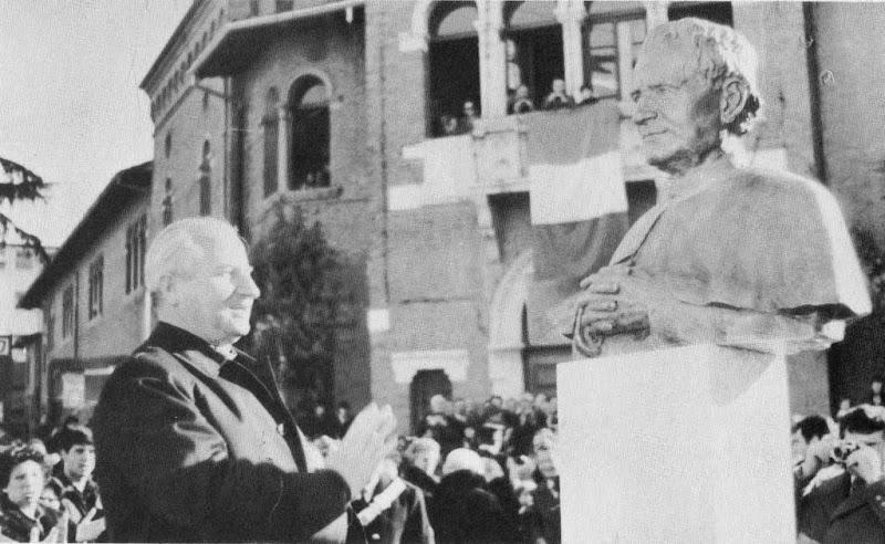 Don Viganò benedice il busto di Don Bosco (14 gennaio 1979)