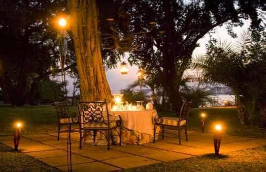 Uso de luces en una Cena romantica