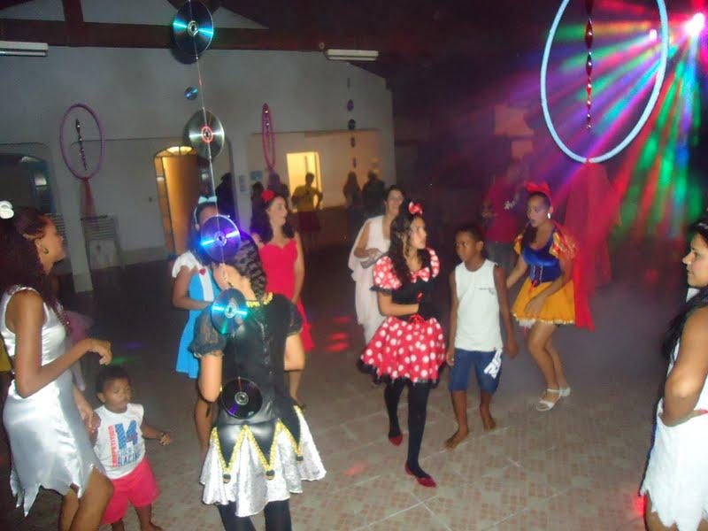 decoracao festa a fantasia barata:Ateliê da Láiz: Decoração Festa a Fantasia – Retiro de Carnaval
