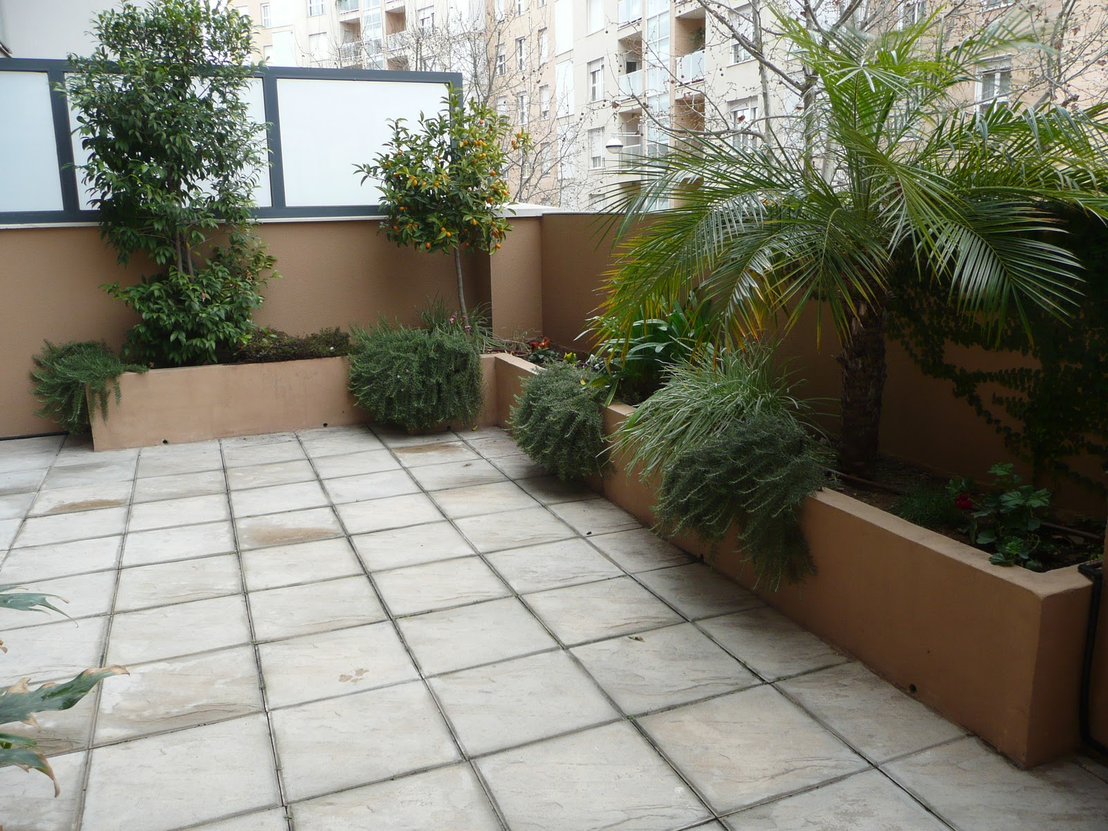 Hazlo tu mismo crea una jardinera de obra en tu terraza - Jardineras para terrazas ...
