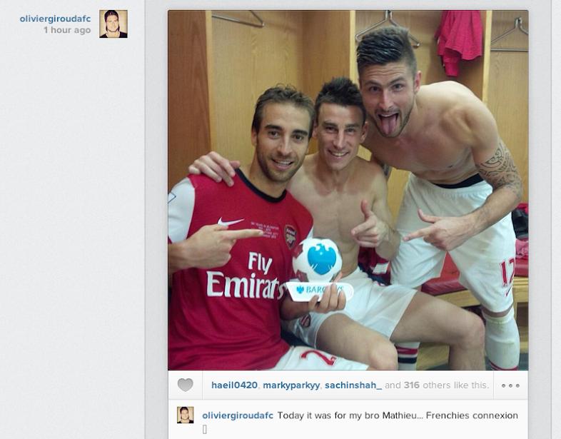 Mathieu Flamini celebrates man of the match award with Giroud & Koscielny