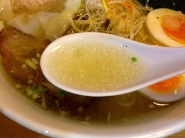 塩ラーメン スープ拡大