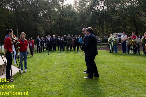 herdenkingsdienst  en een stille tocht naar het Engelse kerkhof 12-10-2014 (64).jpg