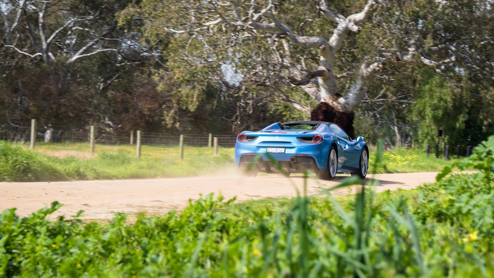 Khả năng vận hành trên đường của Ferrari 488 Spider quá tuyệt