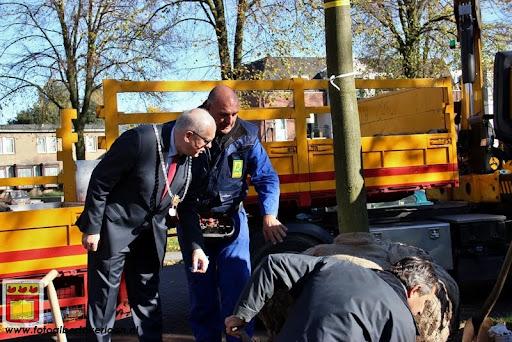 burgemeester plant lindeboom in overloon 27-10-2012 (15).JPG