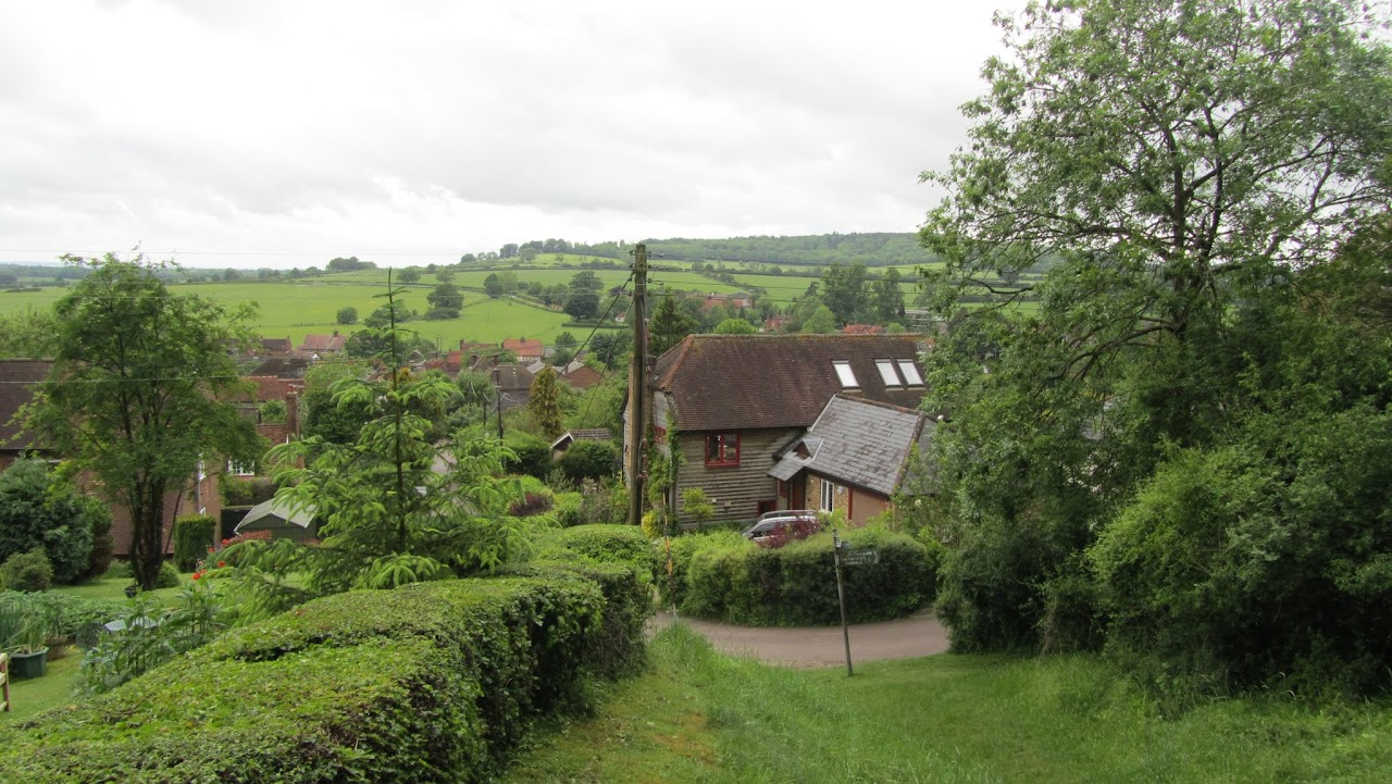 Descent into Aldbury before it veers right and heads straight back up the hill again!