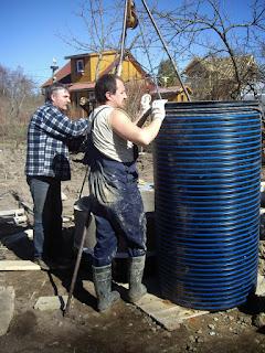 Углубление шахты колодца трубой