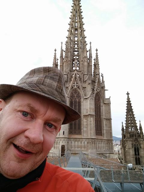Atop La Catedral de Barcelona