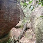 Passing between some boulders (121858)