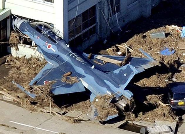 TSUNAMI EARTHQUAKE HORRIBLE SHOCKING PICTURES JAPAN 2011