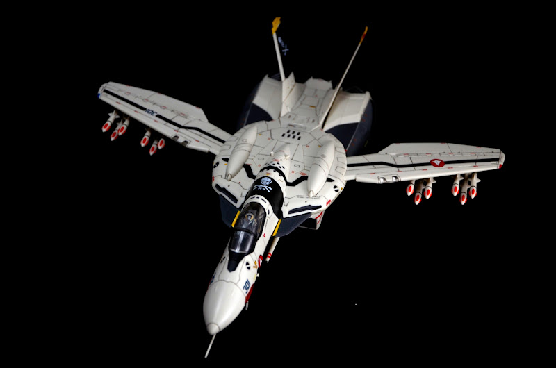 VF-0S_fighter_01.JPG
