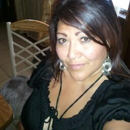 Julie Quintana Photo 15
